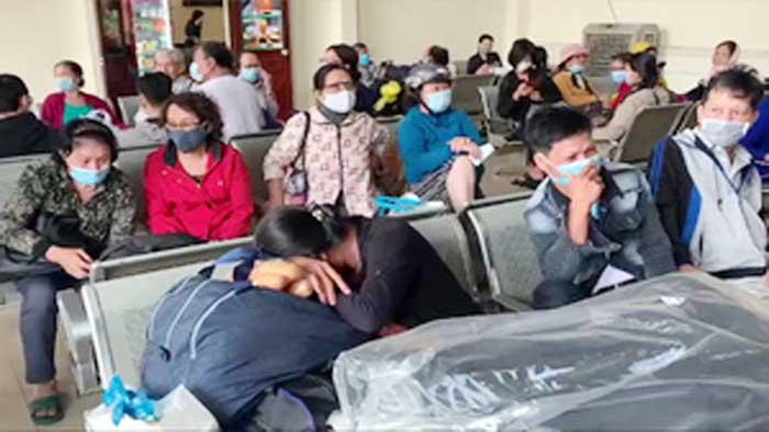 Gần 1.000 hành khách 'mắc kẹt' ở ga Nha Trang